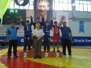 Kozan, 3 güreşçisi ile Türkiye Şampiyonası'nda