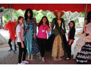 Öğrenciler, Manavgat'ın tarihi ve doğal ürünlerini giysiye tasarladı