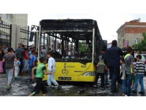 Gaziosmanpaşa'da İETT ve itfaiye aracına molotoflu saldırı