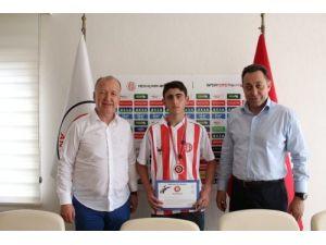 Genç judocu Ali Şevkattin Türkiye ikinciliği kulübünü sevindirdi
