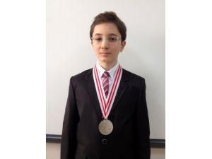 Genç matematik olimpiyatçısı Türkiye'yi temsil edecek