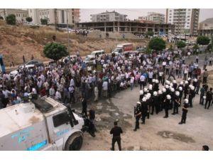 Mardin'de çiftçiler DEDAŞ binasını bastı, olaylar çıktı