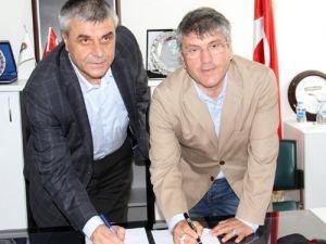 Teknik Direktör Akçay Akhisarspor'la 1+1 yıllık anlaştı