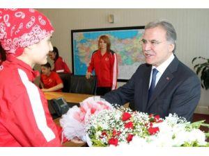 Şampiyon tekvandoculardan Mehmet Ali Şahin'e ziyaret