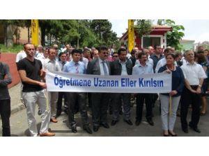 Zonguldak'ta eğitimcilerden 'öğretmene uzanan eller kırılsın' eylemi