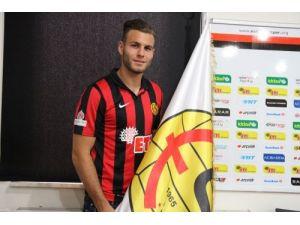 Eskişehirspor Berkay Dabanlı ile 3 yıllık sözleşme imzaladı