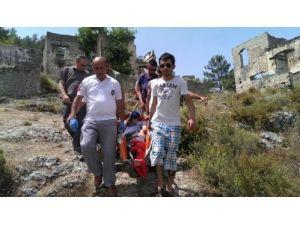 Kayaköy'de mahsur kalan turisti 112 ekipleri aldı