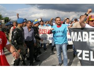 Yatağan işçileri, Cumhurbaşkanı Gül'ün yolunu kesti