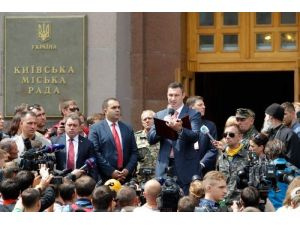 Dünyaca ünlü boksör Kliçko, mazbatasını aldı