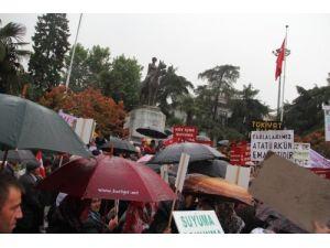 Şehir merkezinde yürüyen köylüler: Toprağımıza, suyumuza dokunmayın