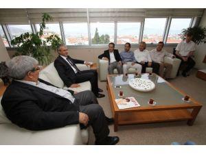 Karşıyaka Belediyesi 22 personeli geri verdi, Vali Toprak veto etti