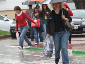 Sağanak yağış Bursa'da etkili oluyor