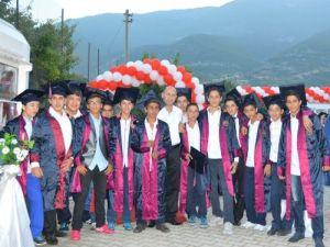 Mezun olan 36 öğrenciye düzenlenen törenle plaket verildi
