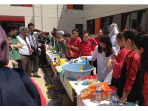 Sakarya Fatih Koleji öğrencileri deneylerini velilerle paylaştı