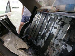 Otomobilin ek deposundan kaçak mazot çıktı