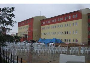 600 öğrencinin eğitim gördüğü okulun kapalı spor salonu yok