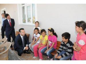 Vali Aksoy, okullarının yenilenmesini sağlayan öğretmenleri ödüllendirdi