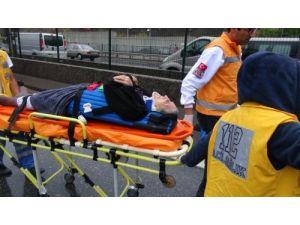 Hastane dönüşü kaza yapan araçtaki hastayı itfaiye kurtardı