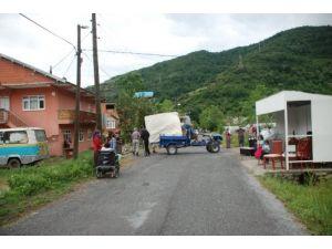 Taşma aşamasına gelen barajın kapakları açılacağı için 50 ev boşaltıldı