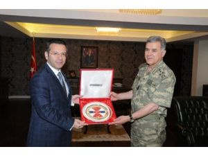 Jandarma Genel Komutanı Orgeneral Yörük Vali Aksoy'u ziyaret etti