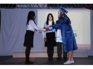 Özel Menderes İlköğretim Kurumu, ikinci dönem mezunlarını uğurladı