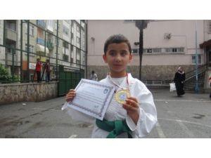 8 yaşında judo turnuvasında il birincisi oldu