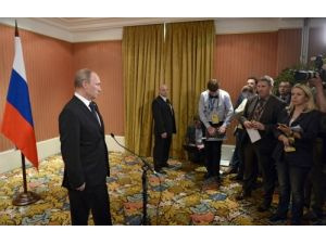 Rusya, Ukrayna ile buzları eritiyor; Putin'den, Poroşenko'ya sıcak mesajlar