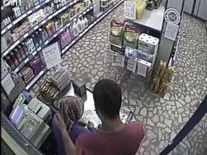 Bıçaklı soygun kamerada