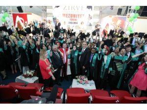 Zirve Üniversitesi 1042 mezun verdi