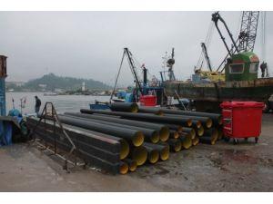 Balıkçılar denizden çöp konteyneri ve boru topladı