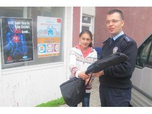 Polis, yetenekli öğrencilere bağlama hediye etti