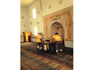 Ramazan öncesi Aksaray'da camiler temizleniyor