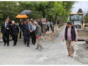 Başkan Özhaseki Talas raylı sistem hattını inceledi