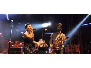 Bandırma'da festivalde İrem Derici rüzgarı