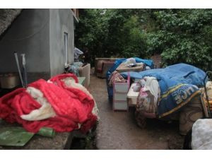 Sel suyu evlerini kullanılamaz hale getirdi