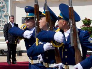 Poroşenko, başkomutanlığı Ayasofya Meydanı'nda devraldı