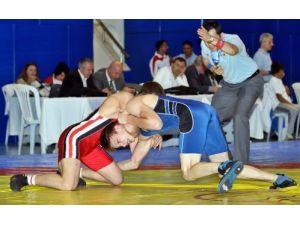 Türk Dünyası Güreş Turnuvası İstanbul'da başladı