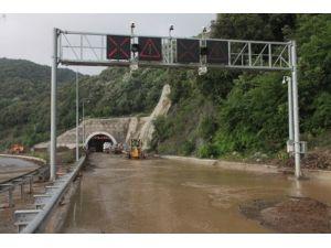 Kapanan tüneli açma çalışmaları devam ediyor