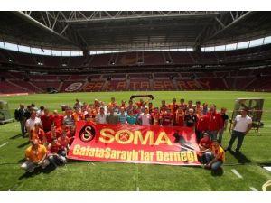 Soma'da çalışan maden işçileri Galatasaray Kulübü'nü ziyaret etti