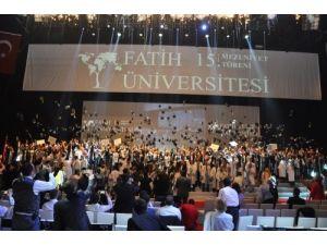 Fatih Üniversitesi'nde 15. mezuniyet sevinci