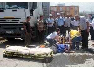Otomobille motosiklet çarpıştı 1 kişi yaralandı
