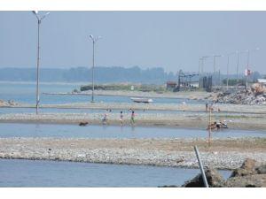 Yakakent sahilleri yaz sezonunu açamadı