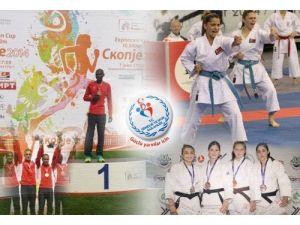 Bakan Akif Çağatay Kılıç madalya kazanan sporcuları tebrik etti