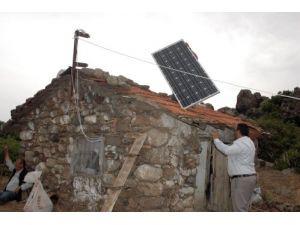 Çobanlara eşek sırtında güneş enerjisi
