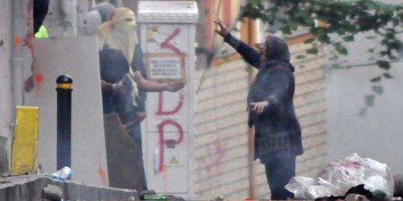Yaşlı kadından eylemcilere sert tepki