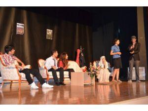 Bedensel Engelliler Basketbol Takımı yararına tiyatro yapıldı