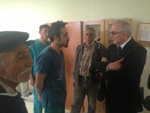 Ensar Öğüt, kazada yaralananları hastanede ziyaret etti