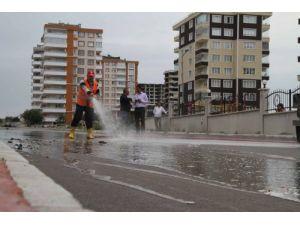 Belediye ekipleri cadde ve sokaklarda yaz temizliğine başladı