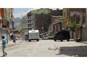 Hakkari'de olaylar çıktı: 2 polis yaralandı, 4 gösterici gözaltına alındı