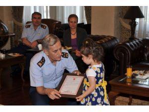 Asker, anne ve babasını kaybeden Zeynep bebeğe ev hediye etti